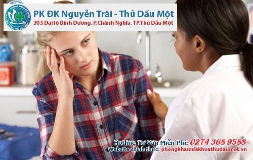 Các bác sĩ luôn quan tâm và động viên người bệnh